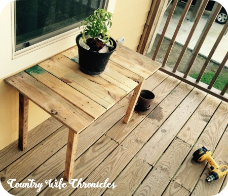 DIY Pallet Deck Table Finished Project