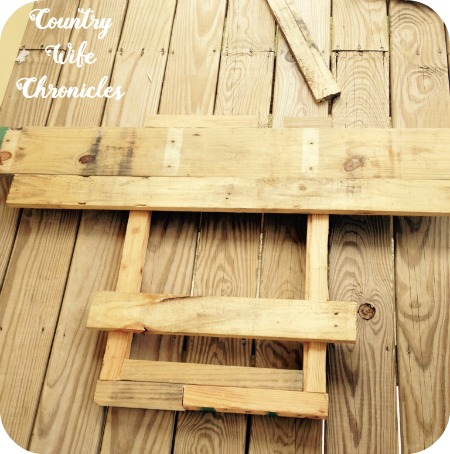 DIY Pallet Deck Table Pieces